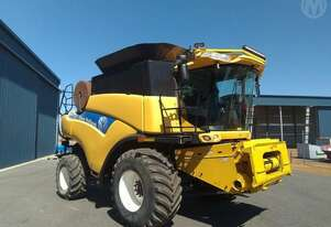 New Holland CR9060 Header Only