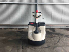 Crown  Pallet Jack Jack/Lifting - picture3' - Click to enlarge