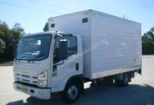 Isuzu NNR200 Furniture Body Truck