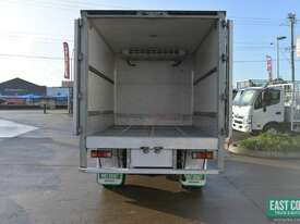 2009 MITSUBISHI CANTER FE Pantech Refrigerated Truck  - picture4' - Click to enlarge