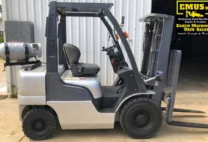 Nissan 2.5ton Forklift, 3 stage wide mast. EMUS MS467A