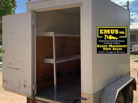 Tandem Axle enclosed box trailer, can stand up inside. EMUS TS442 - picture0' - Click to enlarge