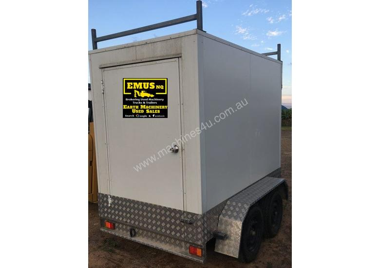 Tandem Axle enclosed box trailer, can stand up inside. EMUS TS442