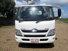 Hino 617 - 300 Series Tray Truck - picture2' - Click to enlarge