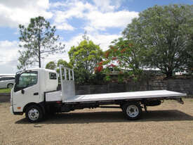 Hino 617 - 300 Series Tray Truck - picture7' - Click to enlarge