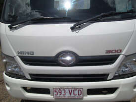 Hino 617 - 300 Series Tray Truck - picture9' - Click to enlarge