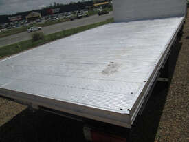 Hino 617 - 300 Series Tray Truck - picture14' - Click to enlarge