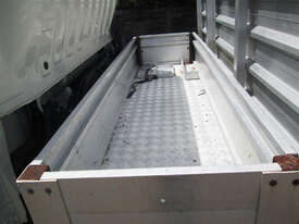 Hino 617 - 300 Series Tray Truck - picture15' - Click to enlarge