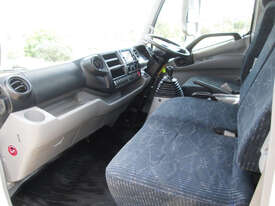 Hino 617 - 300 Series Tray Truck - picture18' - Click to enlarge