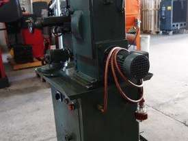 Universal Milling Machine - picture8' - Click to enlarge