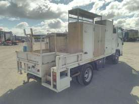 Isuzu NPR300 - picture2' - Click to enlarge