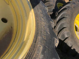 John Deere  FWA/4WD Tractor - picture0' - Click to enlarge