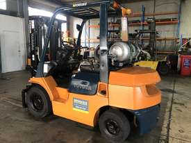 2.5T LPG Container Entry Forklift - picture0' - Click to enlarge