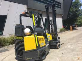 2.0 CNG Narrow Aisle Forklift - picture3' - Click to enlarge