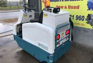 TENNANT 6100 with hand vac. option Terrific Condition