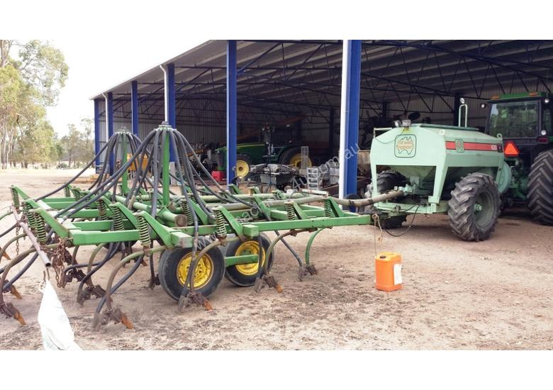 Used forward Forward 620 Aircart JD 1610 Chisel Plough