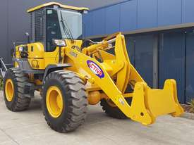 14 Tonne Wheel loader With Heavy Duty Quick Hitch 2.5m3 GP Bucket & Pallet Forks - picture3' - Click to enlarge