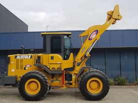 14 Tonne Wheel loader With Heavy Duty Quick Hitch 2.5m3 GP Bucket & Pallet Forks - picture2' - Click to enlarge