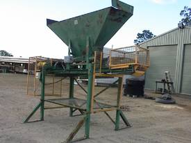 Sand bag filling conveyor - picture0' - Click to enlarge