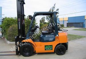 TOYOTA 7FG25 LPG 2.5t with 5.00 mtr lift