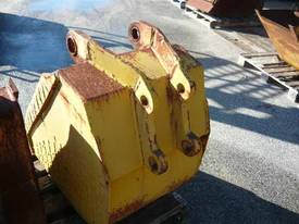 EXCAVATOR / BACKHOE BUCKET 600 WIDE - picture3' - Click to enlarge