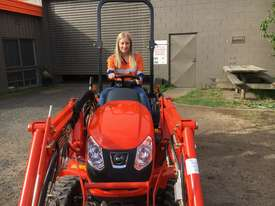 Kioti CS 2610 Compact Tractor with Loader & 4in1 Bucket. - picture1' - Click to enlarge
