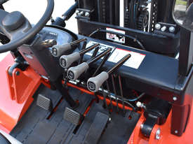 HELI 3.5T All Terrain Diesel Forklift Buggy with Rotator FOR SALE - picture8' - Click to enlarge