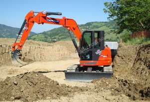 9.5 Tonne Excavator for HIRE with Buckets & Ripper