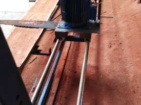 Chainsaw Mill, Slabbing Mill  - picture1' - Click to enlarge