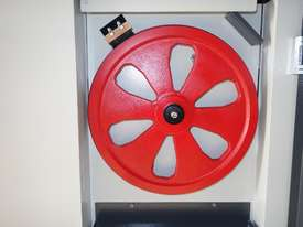 Vertical Metal Bandsaw - picture15' - Click to enlarge