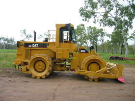 Cat Compactor 825C hire - picture1' - Click to enlarge