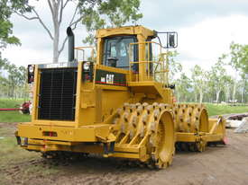 Cat Compactor 825C hire - picture2' - Click to enlarge