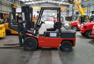 Nissan 3 Tonne Container Mast Forklift