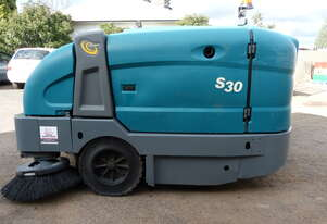 TENNANT S30 DIESEL RIDE ON SWEEPER