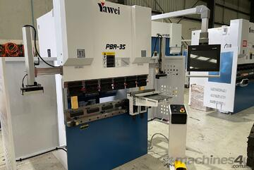 Yawei PBA 35-1250 CNC4 Pressbrake with Delem DA-58T graphical touch screen control. *IN STOCK*