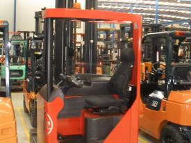 ELECTRIC REACH TRUCK 6500MM TO 8500MM LIFT  - picture6' - Click to enlarge
