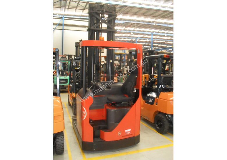 ELECTRIC REACH TRUCK 6500MM TO 8500MM LIFT