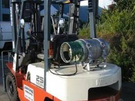 NISSAN 2.5t  LPG with forklift with Sideshift - picture1' - Click to enlarge