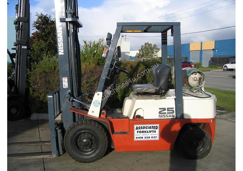 NISSAN 2.5t  LPG with forklift with Sideshift