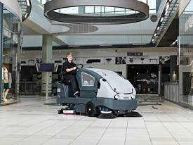 Nilfisk Combination Sweeper Scrubber CS7010 - picture0' - Click to enlarge