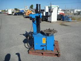 BEISSBARTH TYRE CHANGER WITH ON BOARD COMPRESSOR