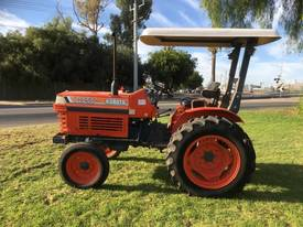 Kubota L2050 Tractor with canopy