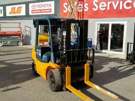 TOYOTA DIESEL 7 SERIES 2.5 TON CONTAINER MAST  - picture2' - Click to enlarge