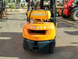 TOYOTA DIESEL 7 SERIES 2.5 TON CONTAINER MAST  - picture3' - Click to enlarge