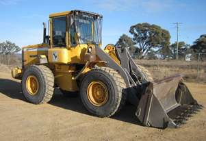 Volvo L70D Loader/Tool Carrier Loader