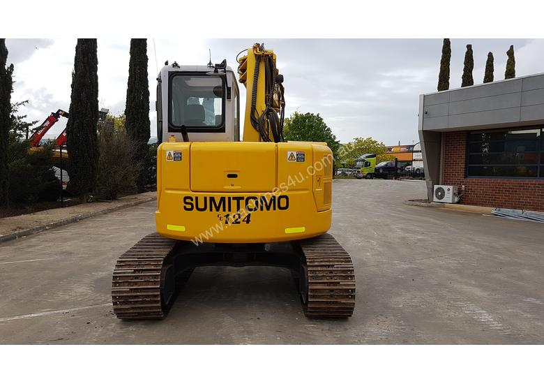 SUMITOMO SH75X 8T EXCAVATOR WITH OFFSET BOOM, HITCH AND BUCKETS. 4150 HOURS