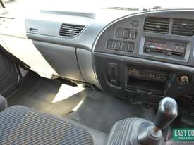 2005 ISUZU FRR 550 Tautliner   - picture13' - Click to enlarge