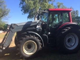 Valtra  N141 FWA/4WD Tractor - picture0' - Click to enlarge