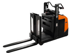 BT Optio OSE100 Low Level Order Picker - picture0' - Click to enlarge