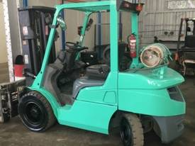 Used Mitsubishi 3.5 tonne LPG forklift - picture0' - Click to enlarge